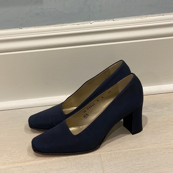 Cole Haan Navy Blue Womens Pumps Size 7